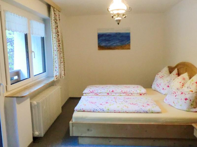 ferienappartements kunterbunt wohnung 1 schlafzimmer 2 ferienwohnungen. Black Bedroom Furniture Sets. Home Design Ideas