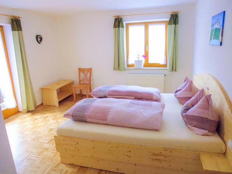 fewo og schlafzimmer 2 ferienwohnungen. Black Bedroom Furniture Sets. Home Design Ideas